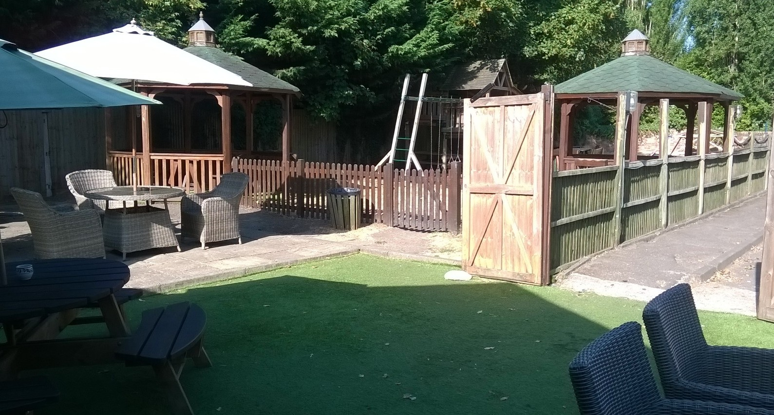 Red Lion Pub Thorpe Garden area 2